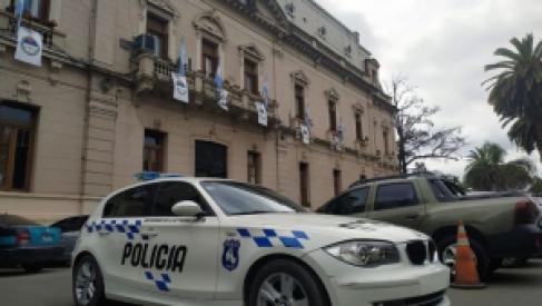 Policías jujeños patrullan en un BMW