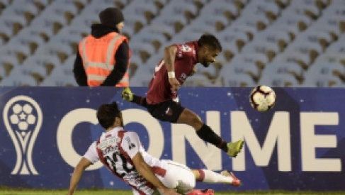 Copa Sudamericana: Colón se trajo un empate de Montevideo que lo deja expectante