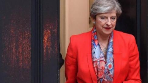 Cimbronazo en Reino Unido: Renunció Theresa May desgastada por el Brexit