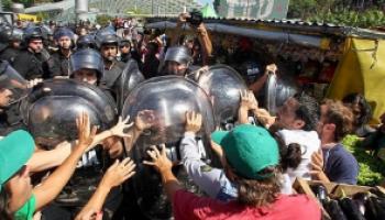 Feriazo: Los gases lacrimógenos ahogaron el reclamo de los productores por un precio justo